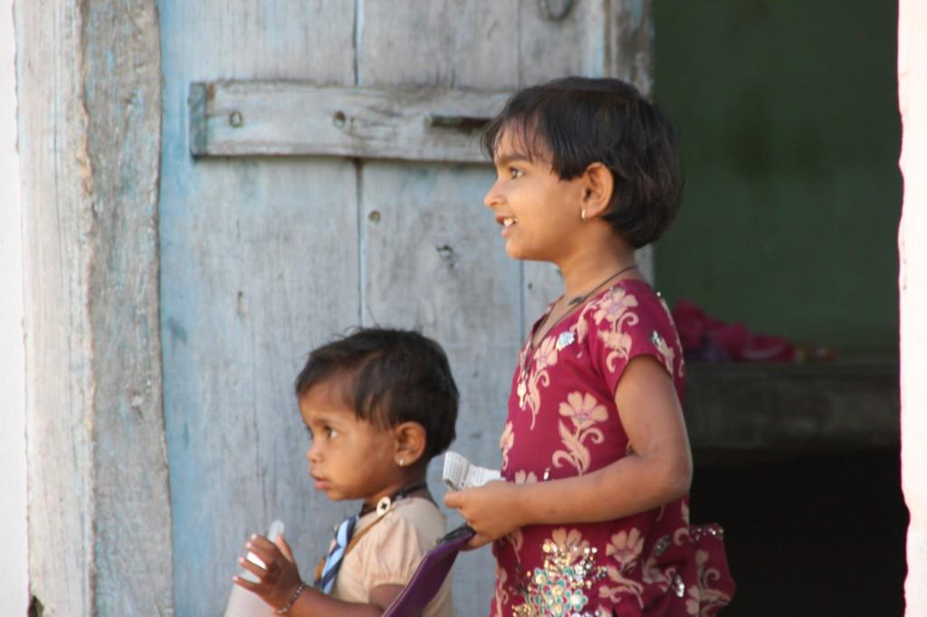 Jojowar  - 15-3 kinderen langs de weg